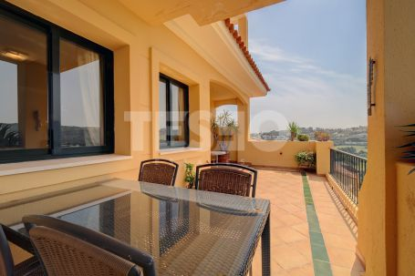 Lovely apartment in a fantastic development with stunning views.
