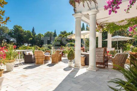 Majestic villa for Sale with private pool and magnificent gardens in Sotogrande Alto