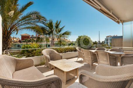 Apartment in Isla Pez Barbero with great views to the Marina de Sotogrande