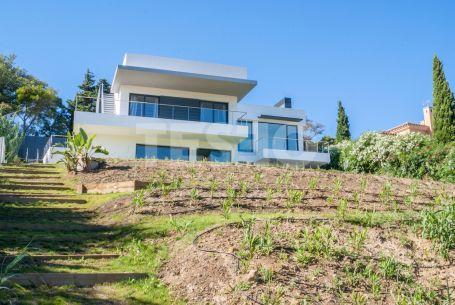 Villa de reciente construcción frente al tercer hoyo del Campo de Golf Almenara