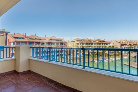 SPACIOUS APARTMENT FOR SALE, WITH 2 LARGE TERRACES AND SOUTH WEST ORIENTATION, only 120 meters away from Club Naútico