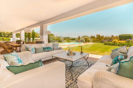 Villa in Sotogrande Costa, steps away from the Beach and with spectacular Sea Views