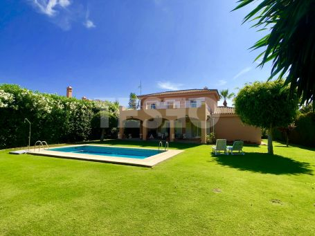 4 Bedrooms villa for sale in Sotogrande Costa