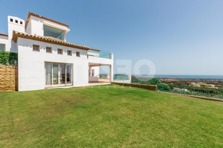 Classic style villa with magnificent panoramic views of Sotogrande