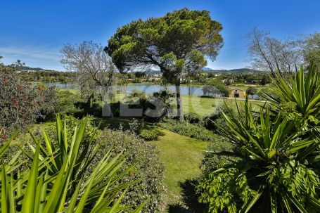 Villa to reform in possibly the best front line Golf plot of Sotogrande Costa