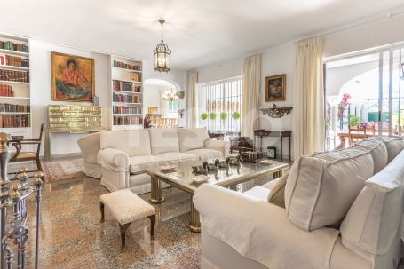 TRADITIONAL FAMILIY VILLA IN THE HEART OF KINGS&QUEENS