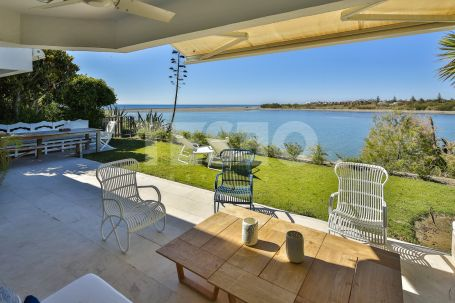Large Semidetached with amazing sea and river views, just 120 meters away from the beach.