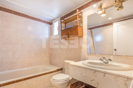 Beautiful townhouse in the complex of Las Lomas