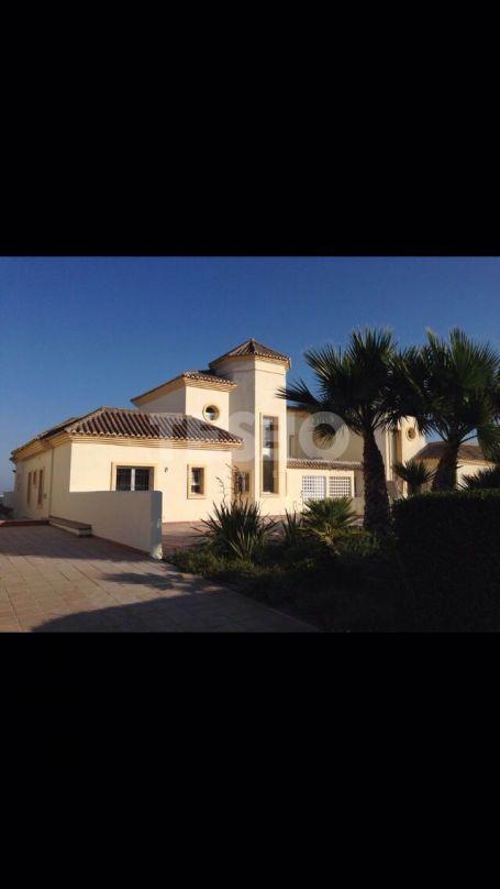 Spacious south - facing apartment in San Roque Club with sea views