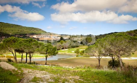 Beautiful and hilly plt for sale overlooking the sea and La Reserva Golf Course