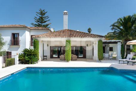 Andalucian villa in Sotogrande Costa very well built