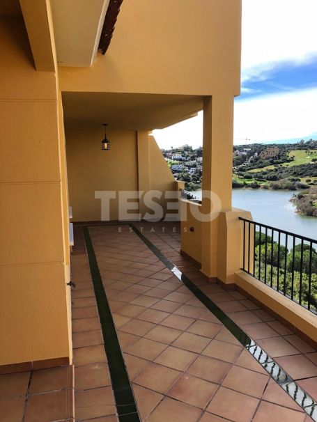 APARTMENT OVERLOOKING ALMENARA GOLF COURSE FOR SALE