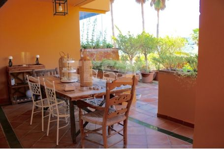 Ground floor apartment for sale in Los Gazules, overlooking the lake and Almenara golf course.