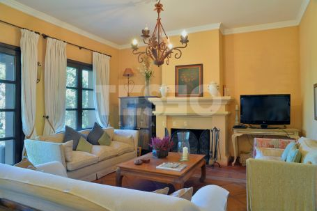 Traditional Andalucian style family villa in a quiet area of Sotogrande Alto with a double plot.
