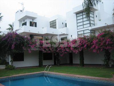 Villa de estilo contemporáneo en zona B en venta