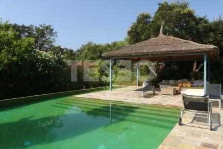 Beautiful andalucian style villa on 2 plots on Altos de Valderrama