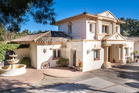 Villa with a tennis court for sale in the exclusive C Zone
