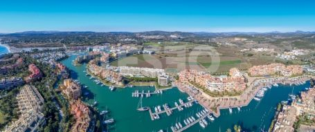 Contemporary waterside development in the heart of Sotogrande Marina