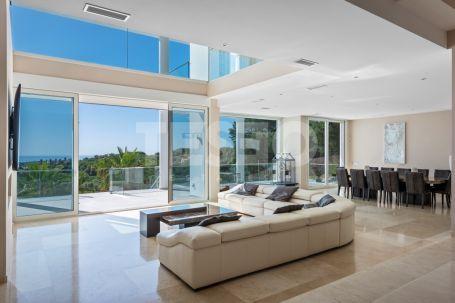 Frontline golf Villa with sea views in La Reserva