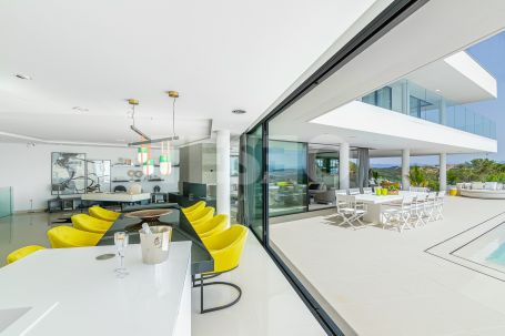 Contemporary villa with amazing sea views in Sotogrande Alto