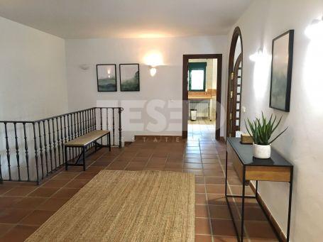 Villa con parcela colindante sin construir en Sotogrande Costa