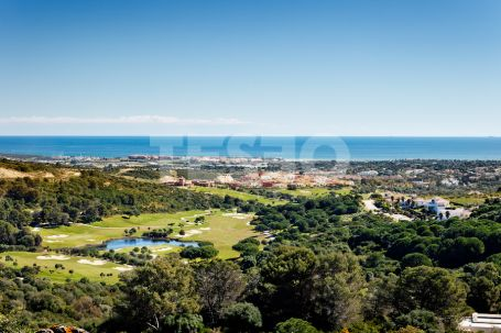 Spectaculair plot in La Reserva with Sea views