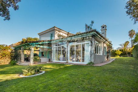 Charming villa in the C zone, overlooking a green zone