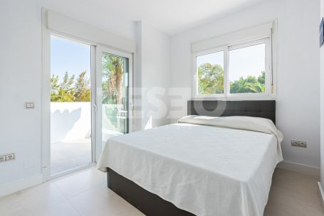 Fully renovated front line golf modern family villa in a private enclave of only 20 plots within Sotogrande Alto.
