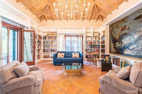 Substantial family villa with a south-westerly aspect located in a very quiet area of the Kings and Queens in Sotogrande Costa