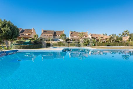 SEMI DETACHED WITH SOUTH EAST ORIENTATION IN THE EXCLUSIVE COMPLEX OF LOS GRANADOS