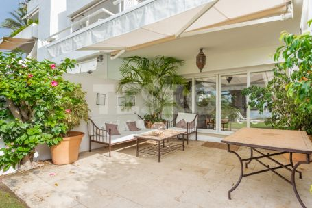 Wonderful apartment WITH PRIVATE GARDEN with amazing sea views