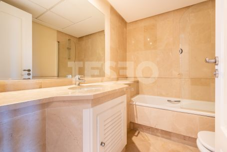 Bright apartment and nicely furnished in the Marina
