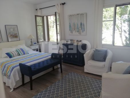 Apartment in Casas Cortijo recently renovated and very well furnished bordering the Valderrama Golf Club