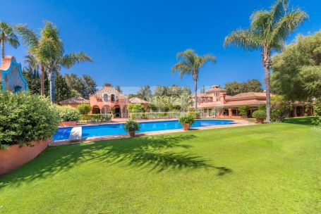 Splendid Andalucian villa for sale situated in the heart of Sotogrande Costa and next to the Polo Fields