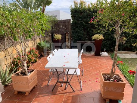 Large apartment with private garden in the complex La Mesana