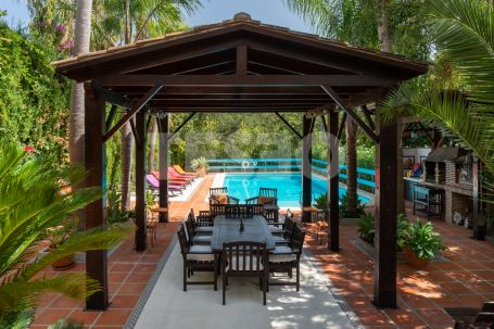 Beautiful house in Sotogolf with a large garden and private pool.