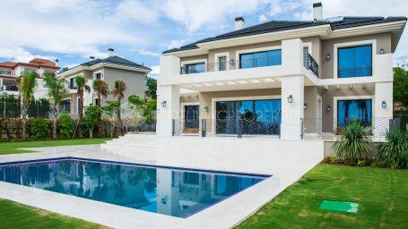 Stunning newly built villa in Los Flamingos
