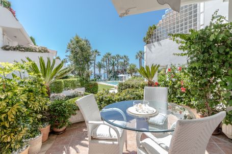 Lovely two bedroom apartment in a beachfront complex