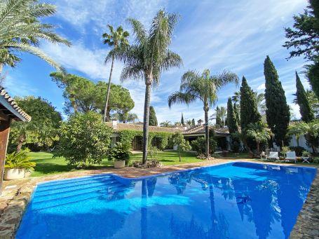 Andalusian Style Villa in Supermanzana H