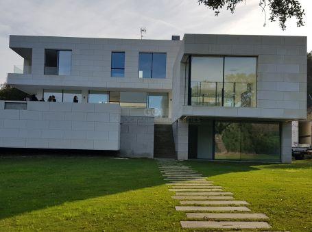 Contemporary villa next to Valderrama Golf Course