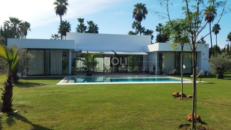 Villa of contemporary style on prestigious Lower Sotogrande