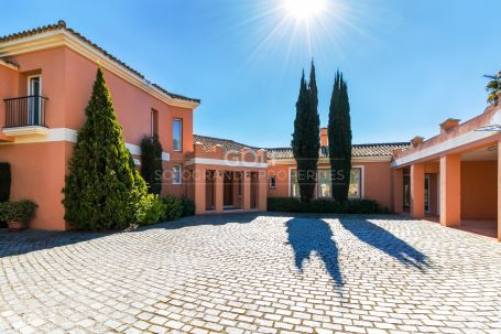 Villa with excellent south-facing views