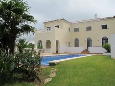 Newly well built villa with views of the lake and green zone