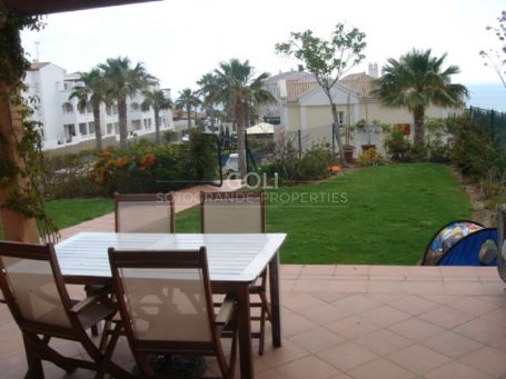 Townhouse with garden and great views in Alcadesa