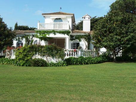 Elegant and comfortable villa with spacious garden