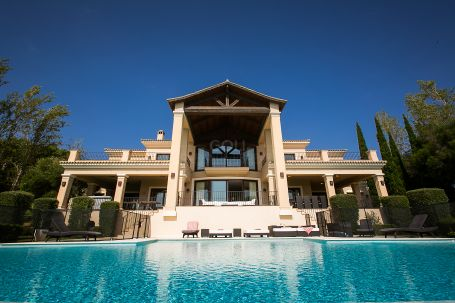 Magnificent luxury villa with great views