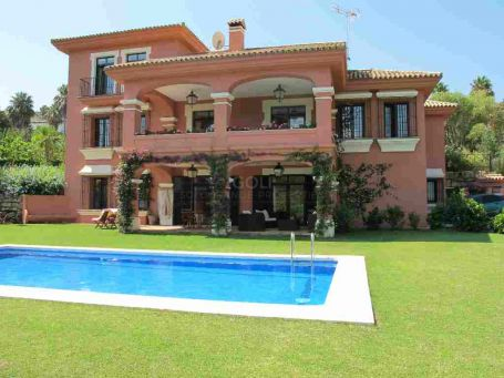 Charming Andalucian style villa with 2 living rooms and gym