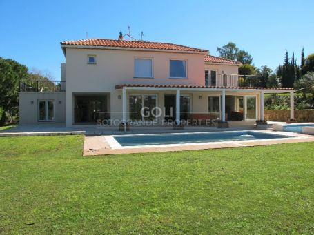 Beautiful villa with views to golf courses