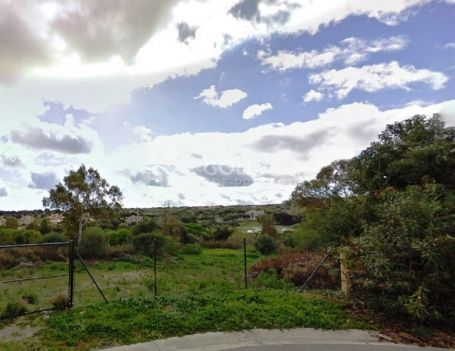 Plot for sale next to Golf Course