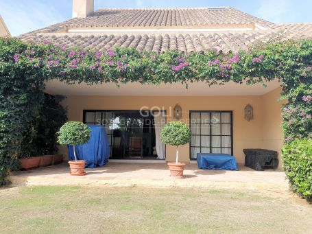 Towhhouse with garden in Los Granados